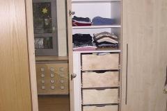 Kinderzimmer_760_Gesamtkonzept_Bett_mit_Kleiderschrank_Multiplex_Ahorn_furniert_lackiert_Heizkoerperverkleidung_angepasst
