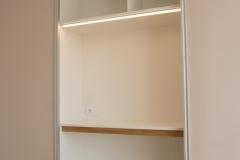 Gleitschiebetür_Home Office_Schreibtisch_Beleuchtung_Schrank_individuell_Maß