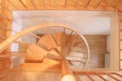 Treppentraum_310_Raumspartreppe_Ahorn_massiv_geoelt_halb_gewendelt_Galeriezugang