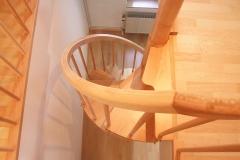 Treppentraum_320_Raumspartreppe_Ahorn_massiv_geoelt_halb_gewendelt_Galeriezugang