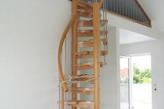 Treppentraum_430_Raumspartreppe_Buche_massiv_geoelt_S-Form_Galeriezugang