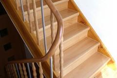 Treppenrenovierung_110_Gelaender_Eiche_lackieren_alt_abschleifen_