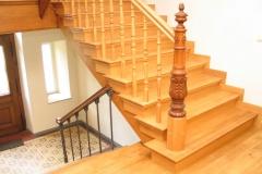 Treppenrenovierung_130_Gelaender_Eiche_lackieren_alt_abschleifen_