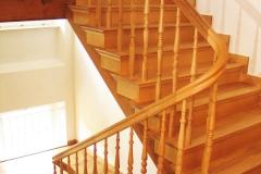 Treppenrenovierung_140_Gelaender_Eiche_lackieren_alt_abschleifen_